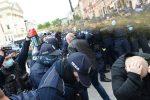 Протест в Варшаве. Полиция применяет слезоточивый газ.