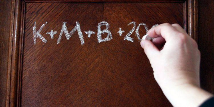 Почему 6 января поляки пишут на дверях «К+M+B» и «С+M+B»